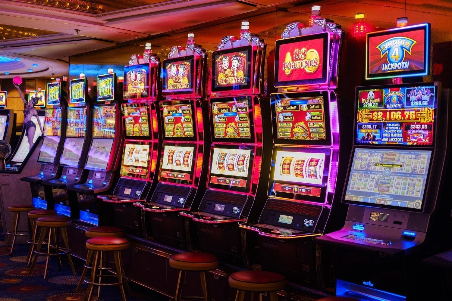 Experience the crunch of gambling with slot machines!